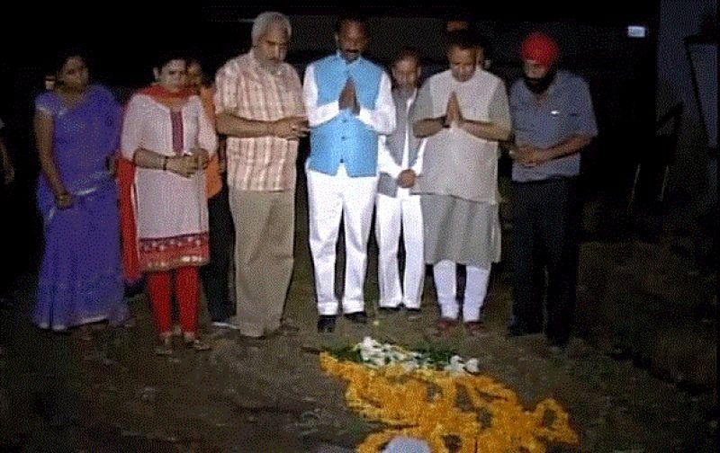 BJP MLA pays tribute to Shaktiman. (Photo: ANI/Twitter)