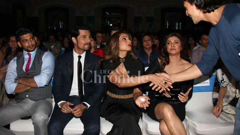 Sushmita and Randeep were sitting in the first row with Bipasha sitting in between them, to avoid any awkward situation.