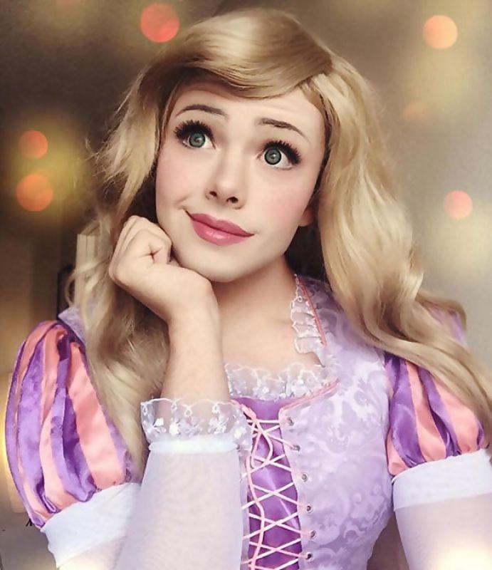 Man transforms himself into Disney princesses with makeup skills