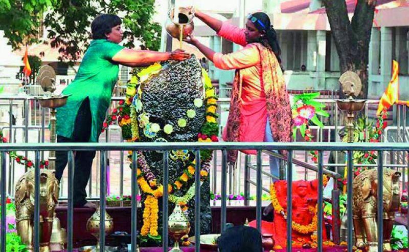 Women offer prayers at the inner shrine of Shani Shingnapur temple. (Photo: PTI)