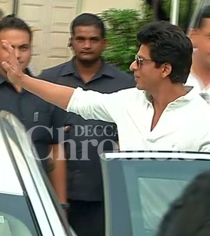 Shah Rukh Khan sports a clean shaven look at the studios.