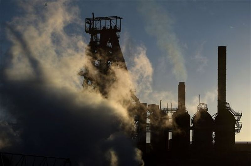 The sun sets as smoke and steam rises from the Tata steel plant in Port Talbot, Wales. (Photo: AP)