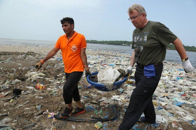 UN Patron of the Oceans Eric Pugh also joined the drive (Photo: Facebook/Eric Pugh)