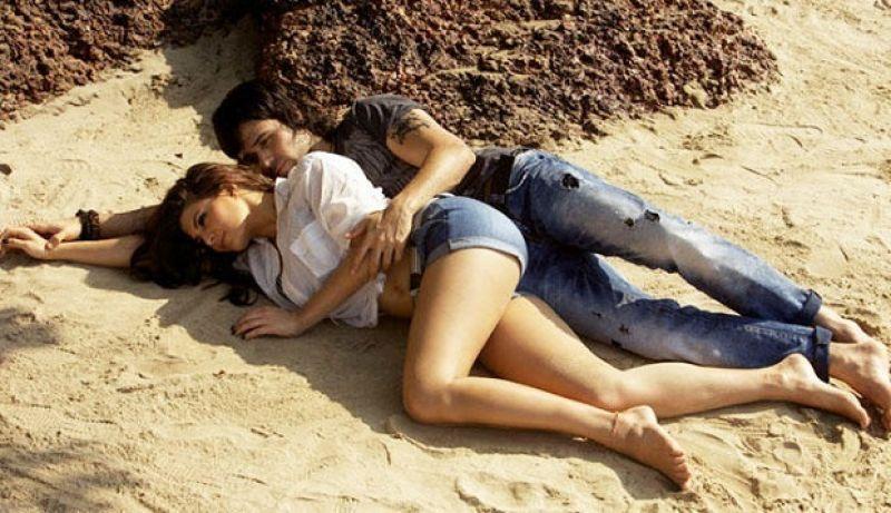 Jacqueline Fernandez and Emraan Hashmi in 'Murder 2'.