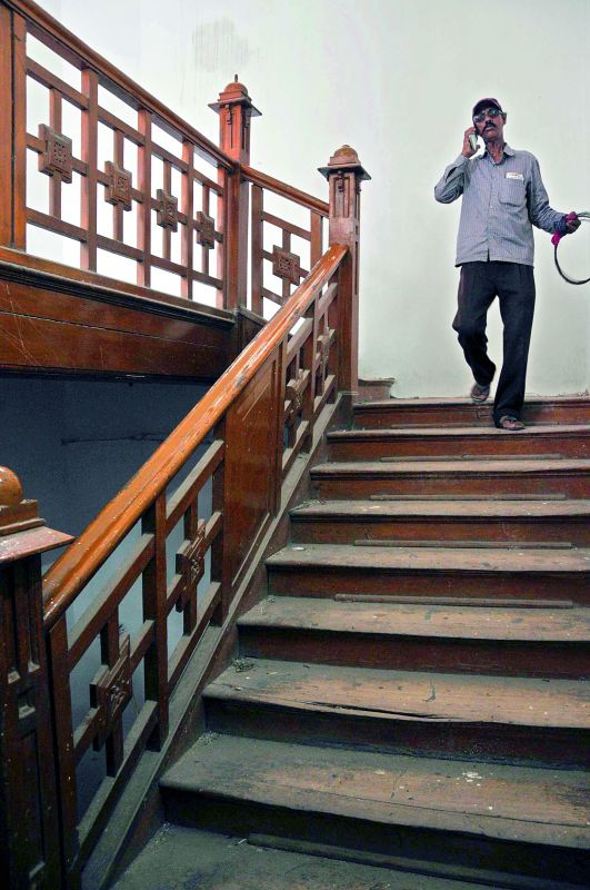 A wooden staircase that was built 100 years ago, it connects the station to the office rooms in the upper hall.