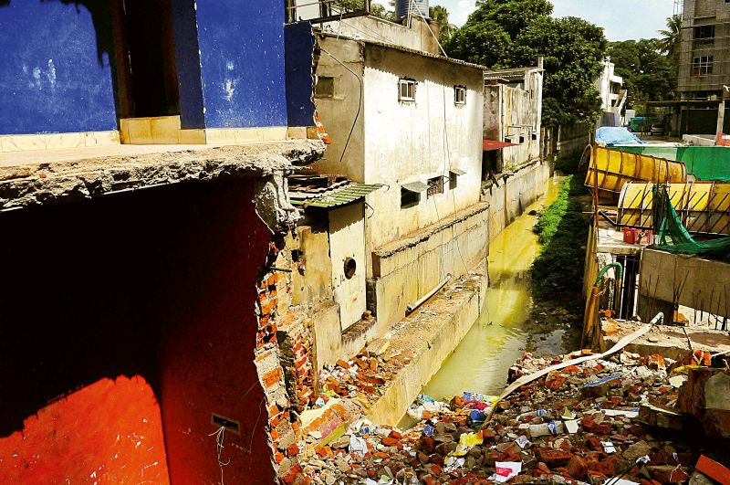 Houses which were demolished as part of the drive at Siddhaiah Road in Bengaluru on Tuesday.(Photo: DC)