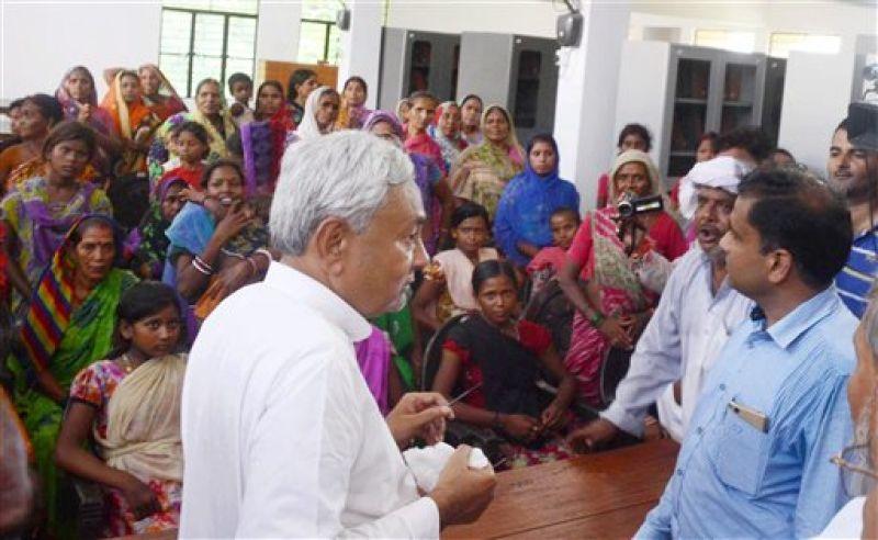 Bihar Chief Minister Nitish Kumar meeting with flood victims at Bihar Vidyapith in Patna. (Photo: PTI)