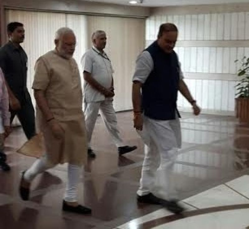 Prime Minister arrives at the Parliament