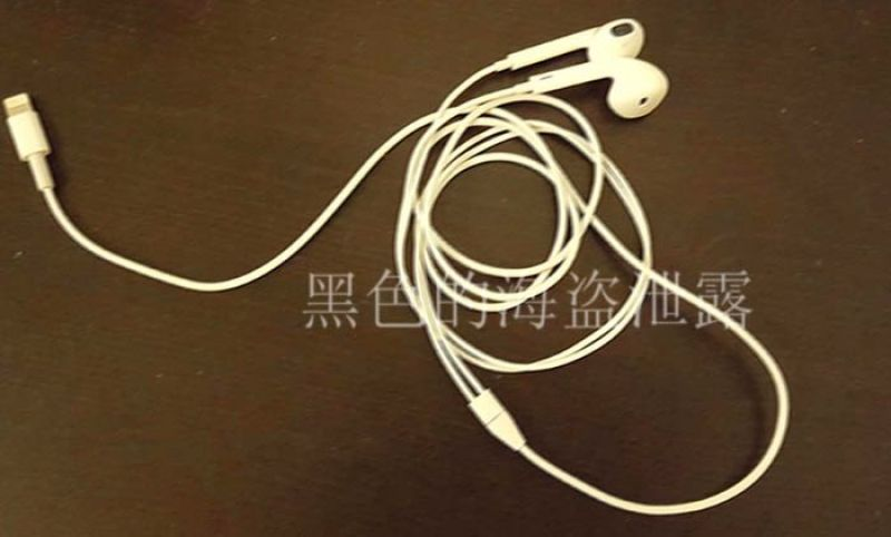 Leaked image of earphones with lightning connector. (Source: Twitter)