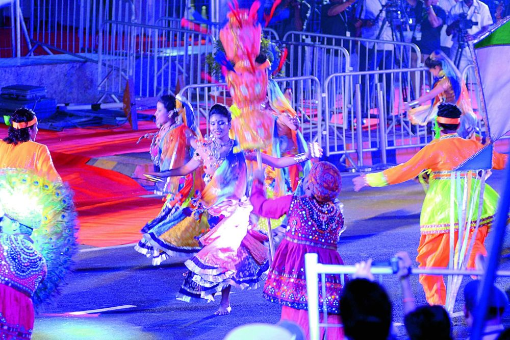 Youngsters perform during the International City Parade. (Photo DC)