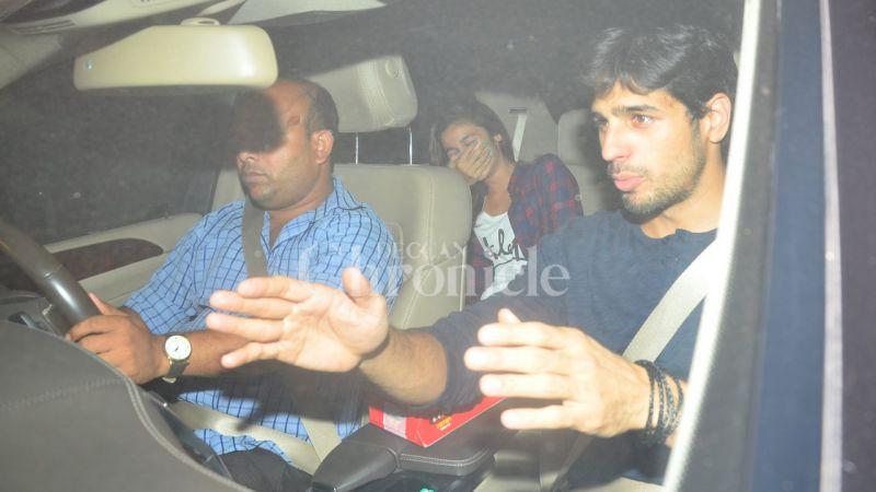 Sidharth Malhotra's antics leaves Alia Bhatt in splits.