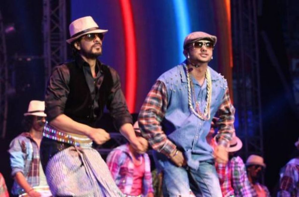 Shah Rukh Khan and Honey Singh performing at the 'SLAM' world tour.