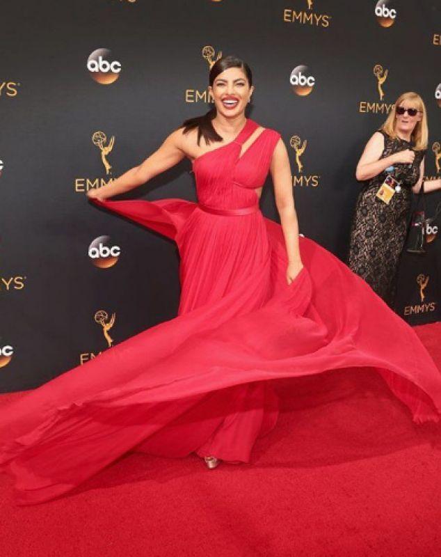 Priyanka Chopra Tom Hiddlestone Emmys