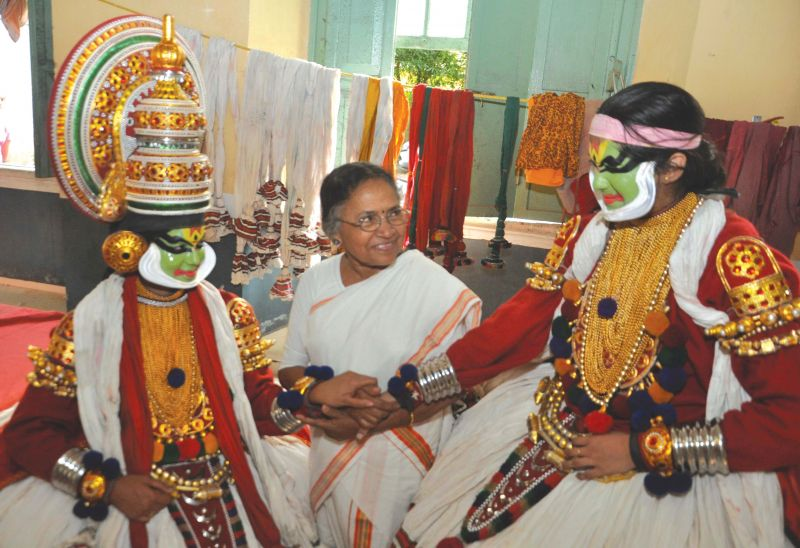 Chavara Parukutty Amma with young artistes of the Sangham