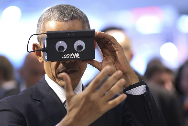 8d74da4e5581 US President Barack Obama trying on Facebook s VR headset Oculus Rift  (Photo  AP)