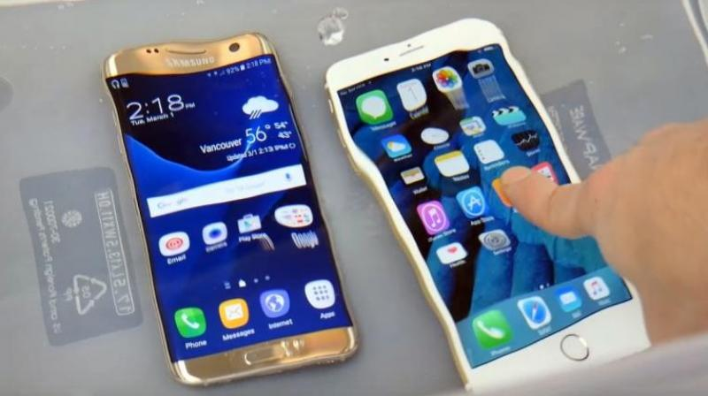 The Galaxy S7 Edge And The Apple Iphone 6s Under Water Photo Screen