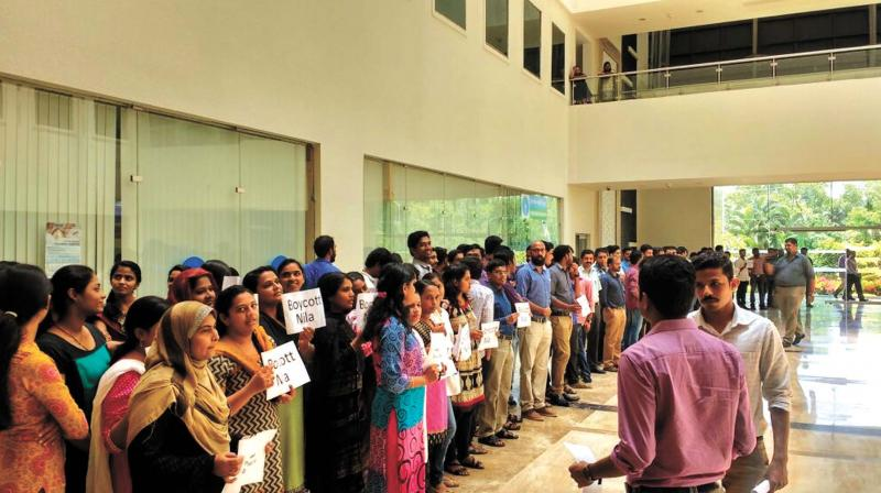 Techies protest against sub-standard food available at Infopark Kochi.