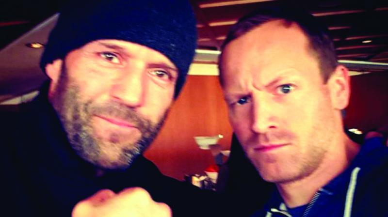 Jason Statham poses with Shivaay's stuntman Markus Ertel.