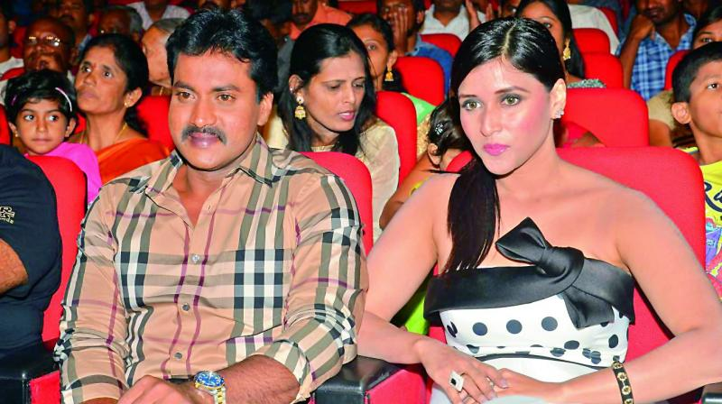 Sunil with Mannara Chopra.
