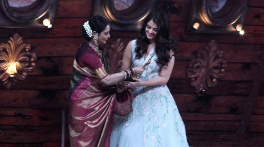 Aishwarya Rai Bachchan was presented an award for 'Jazbaa' by Rekha.
