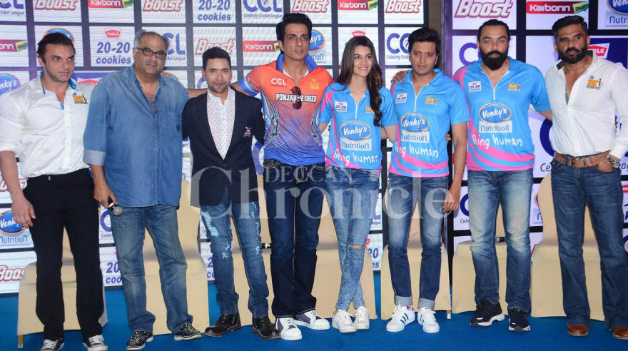 Bollywood stars Kriti Sanon, Riteish Deshmukh, Sonu Sood and Taapsee Panu attended the launch of the Celebrity Cricket League event in Mumbai. Photo: Viral Bhayani