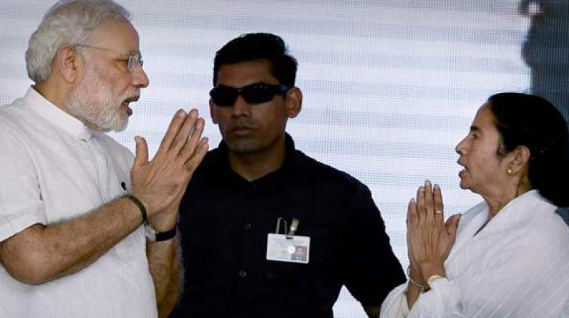 Prime Minister Narendra Modi with West Bengal Chief Minister Mamata Banerjee. (Photo:File)