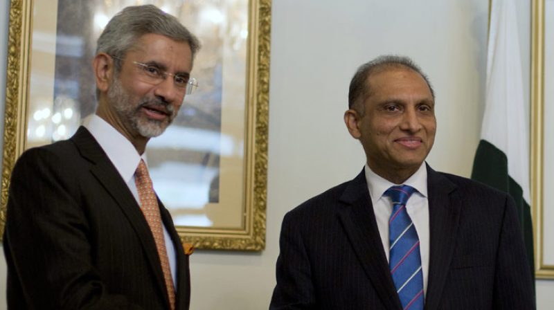 Indian Foreign Secretary S. Jaishankar greets his Pakistani counterpart Aizaz Chaudhry. (Photo: AP)