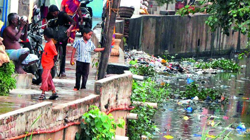 Encroachments near a drainage canal at Monsoor Nagar, Nellore. (Photo: DC)