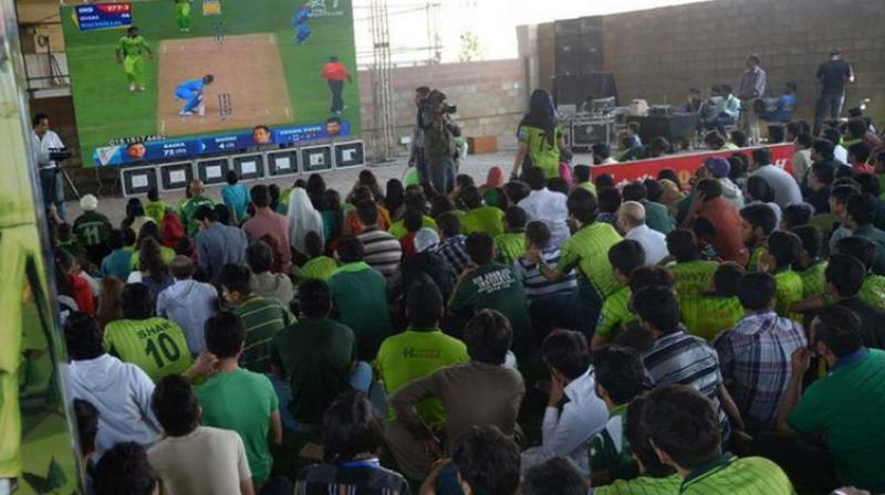 Pakistani cricket fans watch the live broadcast of the Cricket World Cup match between Pakistan and India on a viewing screen in Karachi. (Photo: AFP/File)