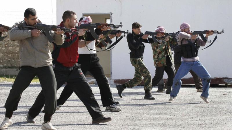 Syrian rebels aim during a weapons training exercise outside Idlib, Syria. (Photo: AP)