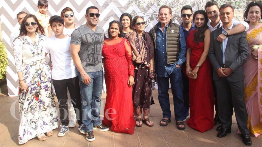 Salman and family come together for Arpita-Aayush's baby ...