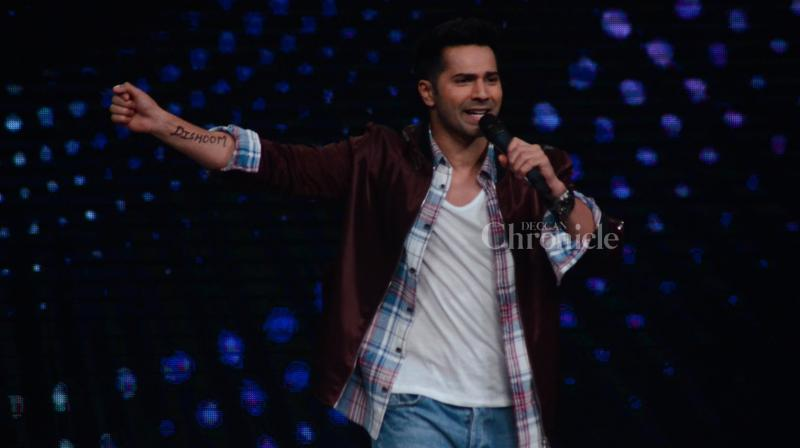 Varun Dhawan made his solo appearance on the sets of 'Sa Re Ga Ma Pa' to promote 'Dishoom'.