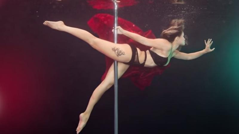 Photographer captures elegant images that feature women flaunting their skills by performing dance routines underwater. (Credit: YouTube/ Barcroft TV)