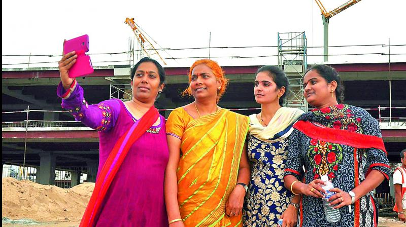 Women employees visit temporary Secretariat at Velagapudi