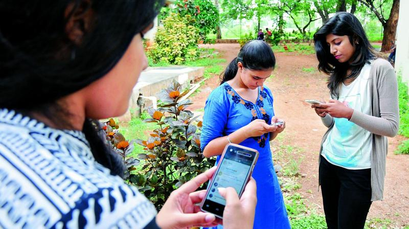 Girls from the city accessing a workshop through WhatsApp.