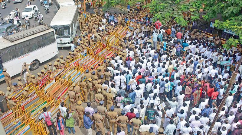 Fishermen who gathered in Valluvar Kottam take out a rally towards the Lankan Deputy High Commission in Nungambakkam on Monday pressing a charter of demands including immediate relase of Indian fishermen languishing in Lankan jails. (Photo: DC)