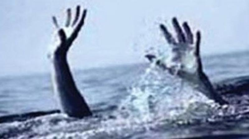 2 selfie-takers, 3 other drown in Hyderabad