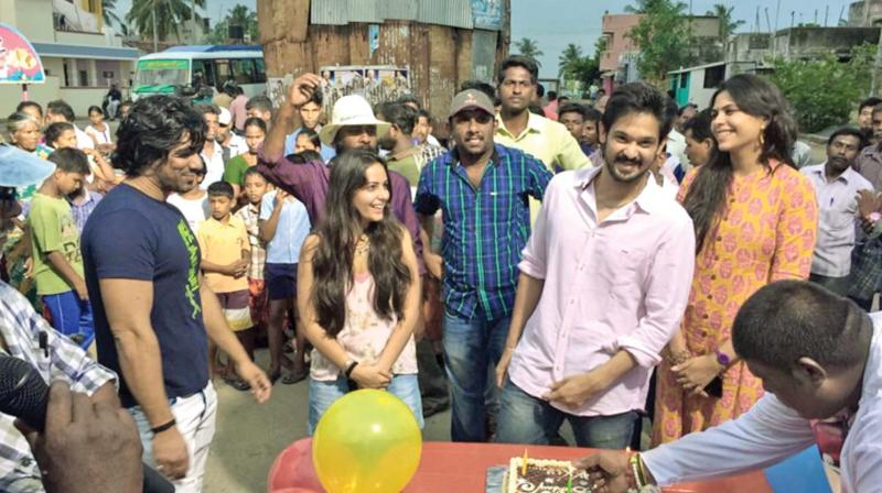 Actor Nakul celebrated his birthday recently, on the sets of his upcoming movie Sei, directed Gopalan Manoj.