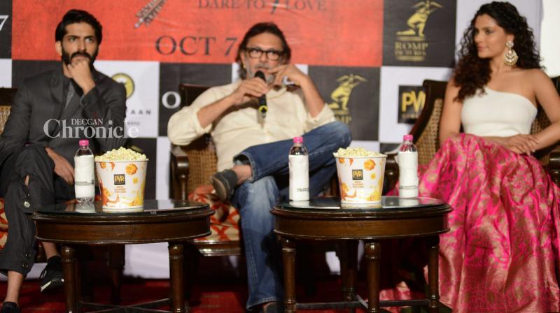 Rakeysh Omprakash Mehra attended a press conference in Delhi to promote his upcoming directorial 'Mirzya,' starring Harshvardhan Kapoor and Saiyami Kher. (Pic: Viral Bhayani)