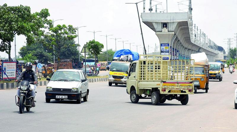 An auto goes the wrong way in heavy traffic at Miyapur on Tuesday. (Photo: DC)