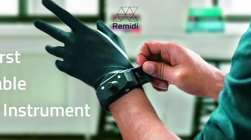 The Remidi T8 is made up of one glove and a detachable, motion sensitive bracelet.
