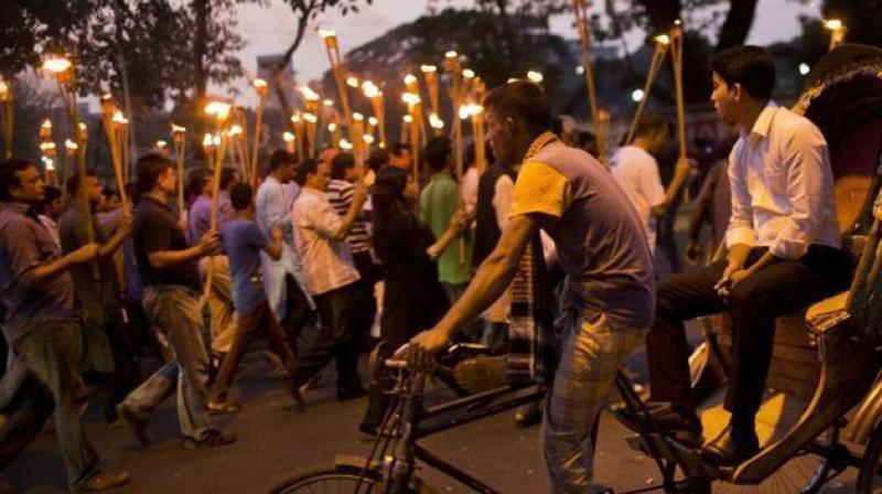 Demonstrators take part in a candlelight march in Dhaka, Bangladesh, on November 6, 2015, to demand justice for publishers and bloggers who were victims of attacks. (Photo: AP)