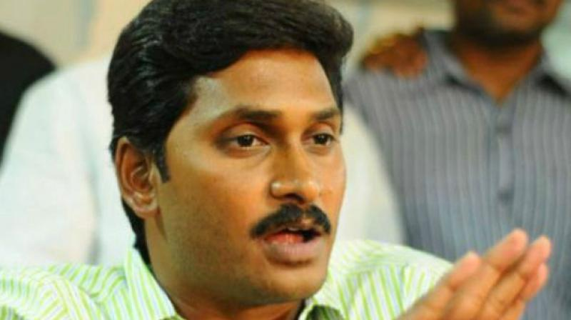 Jaganmohan Reddy meets Governor, complains about TDP 'luring