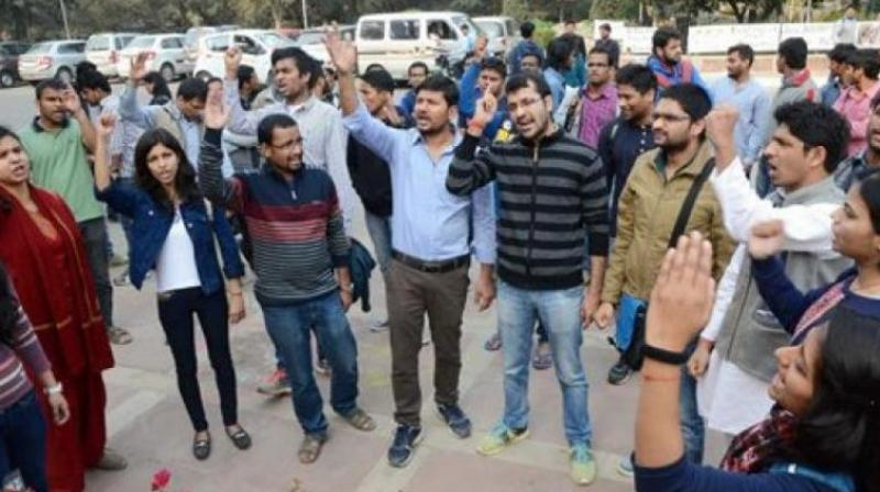 Students affiliated to the Akhil Bharatiya Vidyarthi Parishad (ABVP) protest outside the office of the vice chancellor of Jawaharlal Nehru University. (Photo: PTI)