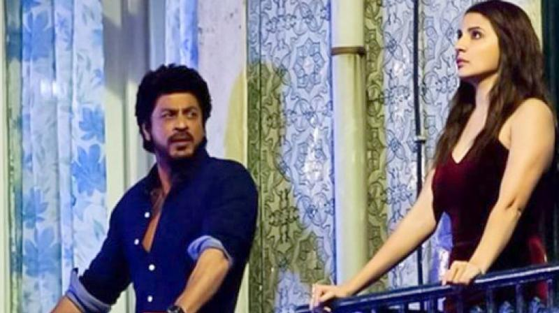 Snapped: Shah Rukh Khan and Anushka's balcony romance for