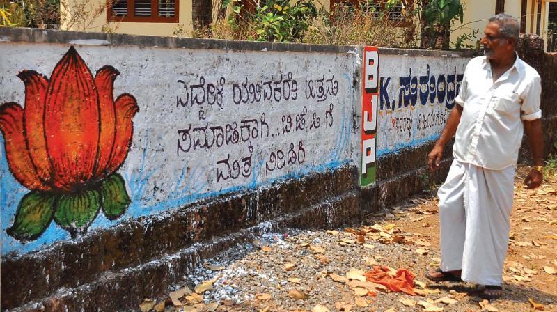 Graffiti in Kannada language seeking votes for BJP candidate K. Surendran at Soorambil in Kasargod.(Photo: DC)