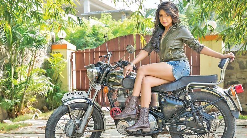 Sexy model-turned-actress Sakshi Agarwal
