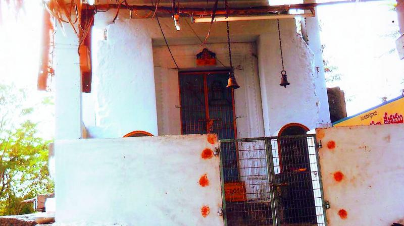The dilapidated temple constructed by Ganapatideva of Kakatiya dynasty in Mandadam. (Photo: DC)