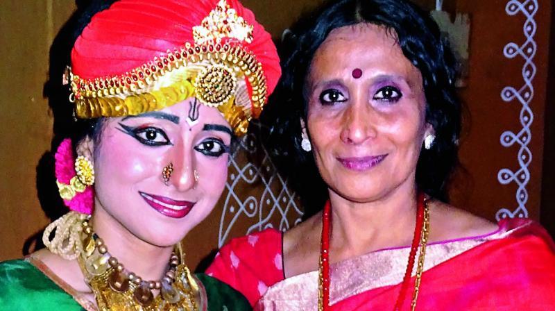 Vyjayanthi Kashi with her  daughter Prateeksha during a performance