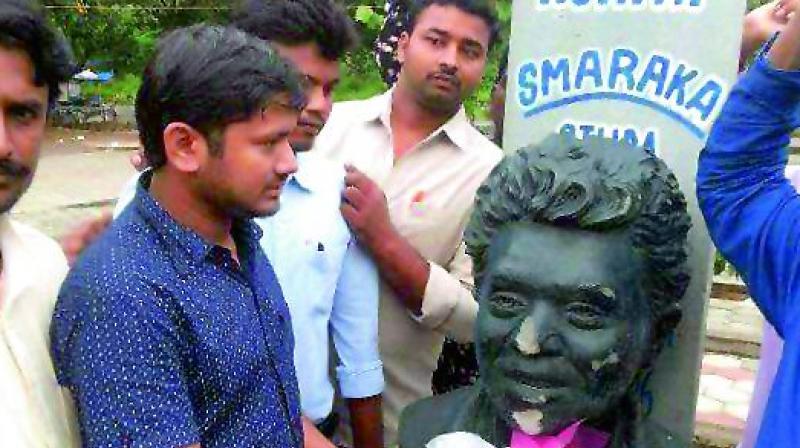 JNUSU president Kanhaiya Kumar pays tributes at a statue of Rohith Vemula on the UoH campus on Sunday.